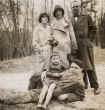 Mirjam Stocker, Margrit Baumeister, Willi Baumeister und Hans Stocker (liegend) mit Sohn Marc, Fontainbleau, 1913