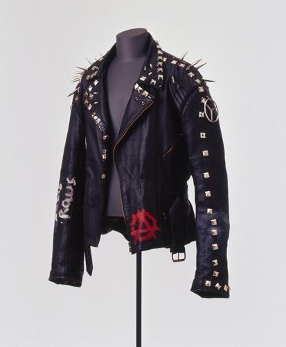 ederjacke eines Punks, um 2001 [Quelle: Landesmuseum Württemberg]
