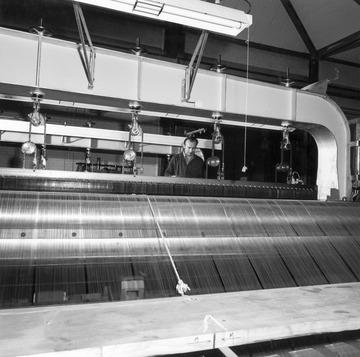 Webstuhl in der Metalltuchweberei Wagner in Reutlingen 1970